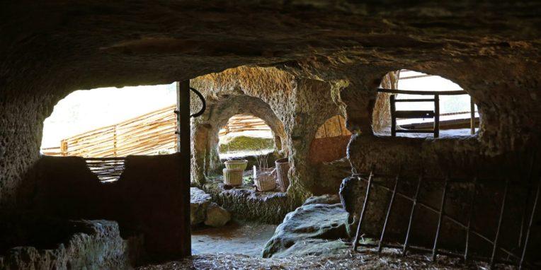 Le fort troglodyte de Commarque
